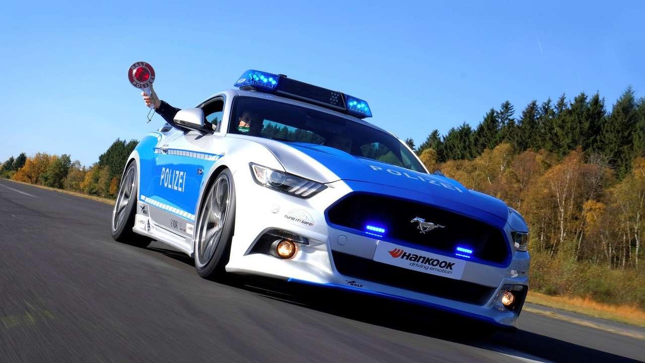 Серенький волчок: Ford Mustang превращен встража порядка— фото 670239