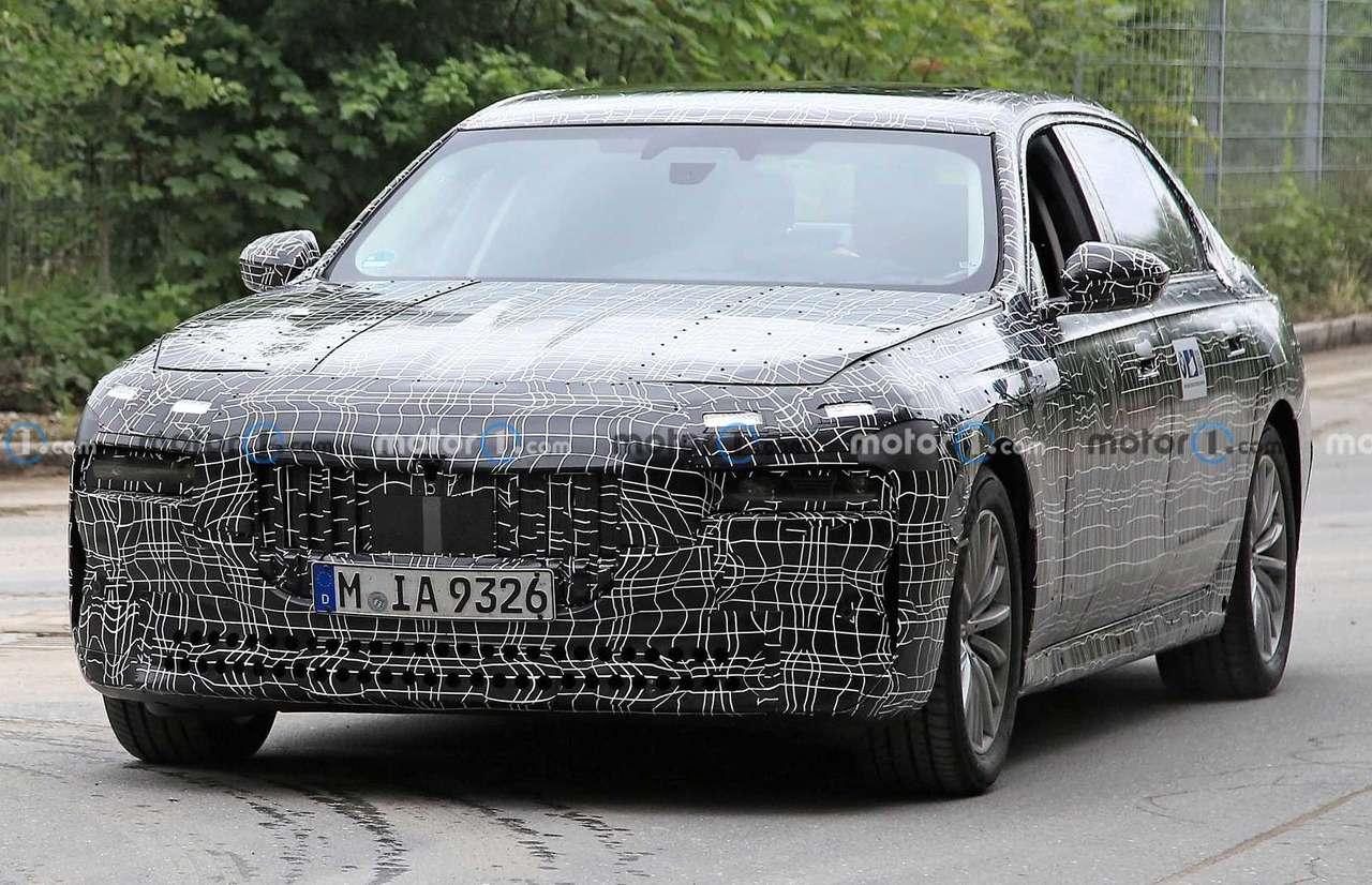 Новая «семерка» BMW получит улучшенные двигатели— фото 1279089