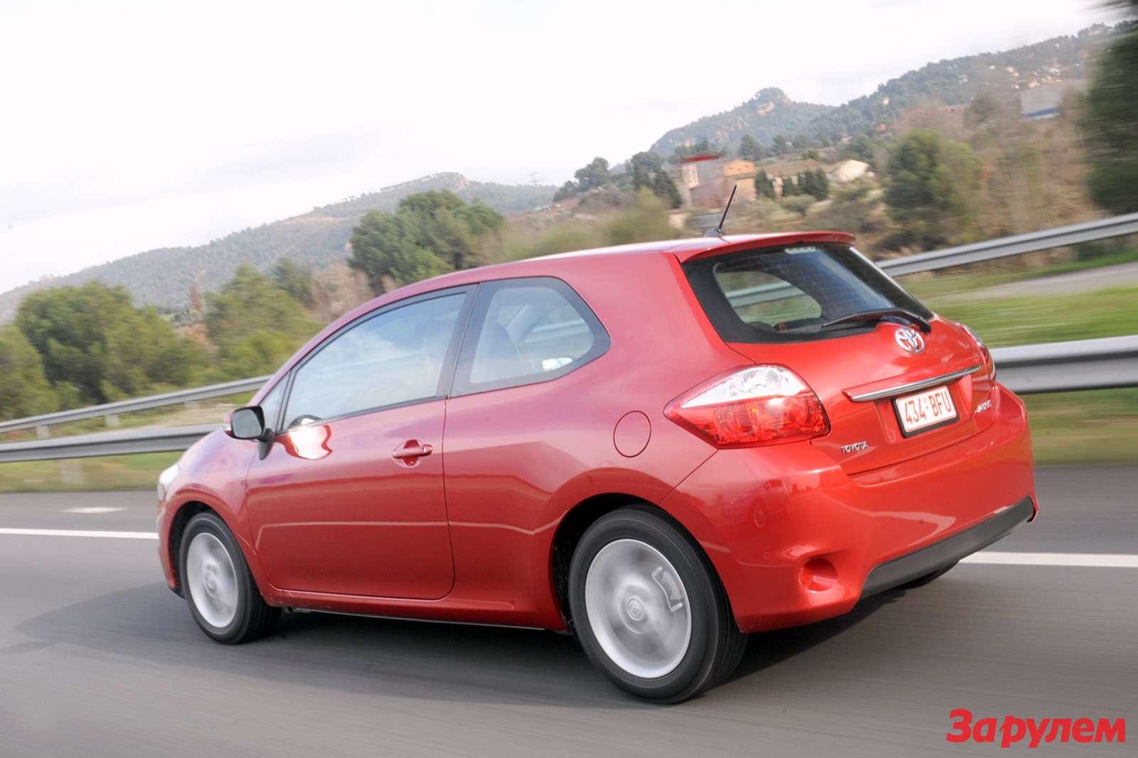 2010-Toyota-Auris3