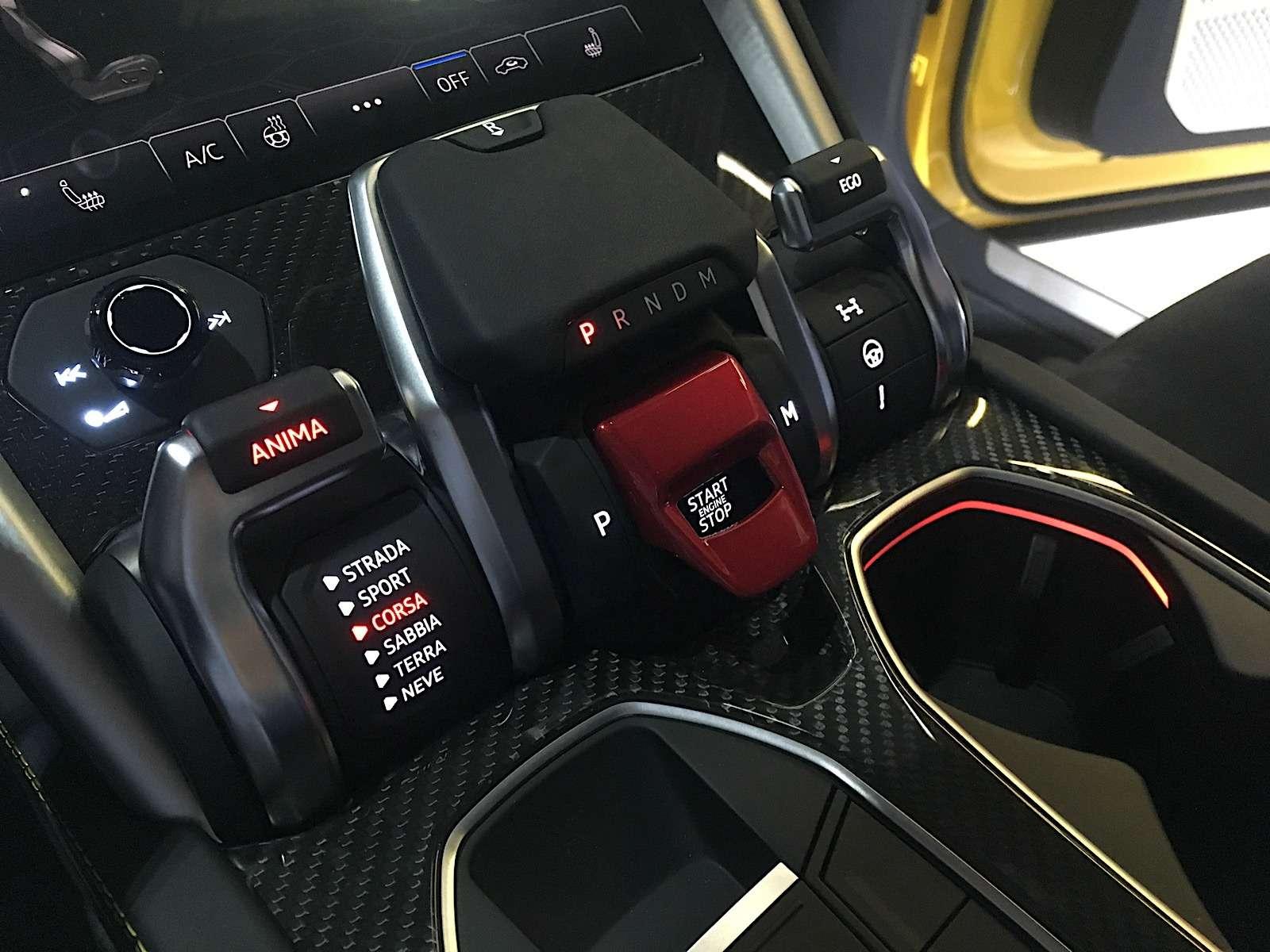 Lamborghini привезла вРоссию автомобиль, который небоится «лежачих полицейских»— фото 845492