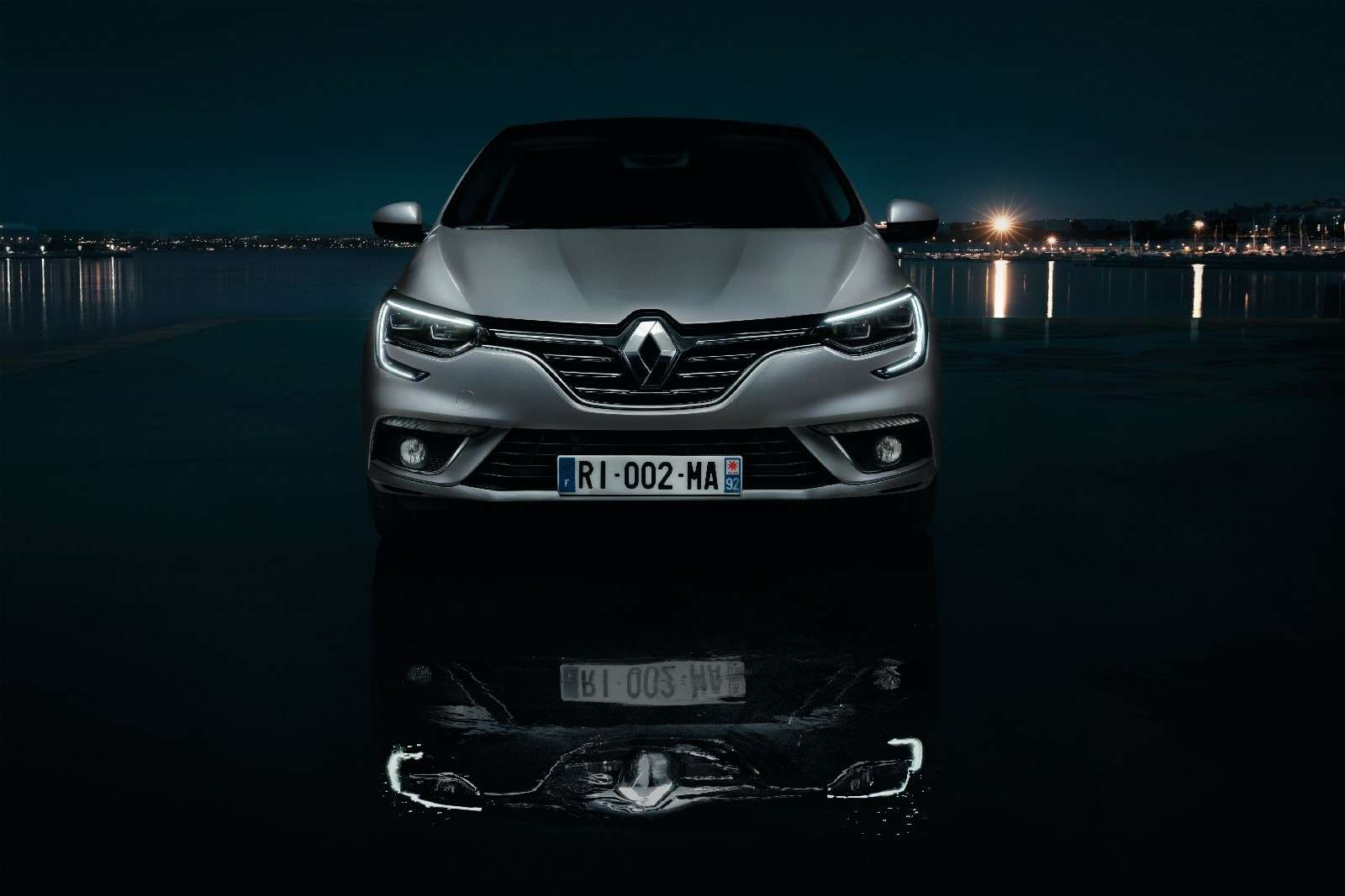 ИзТурции слюбовью: представлен новый седан Renault Megane— фото 607501