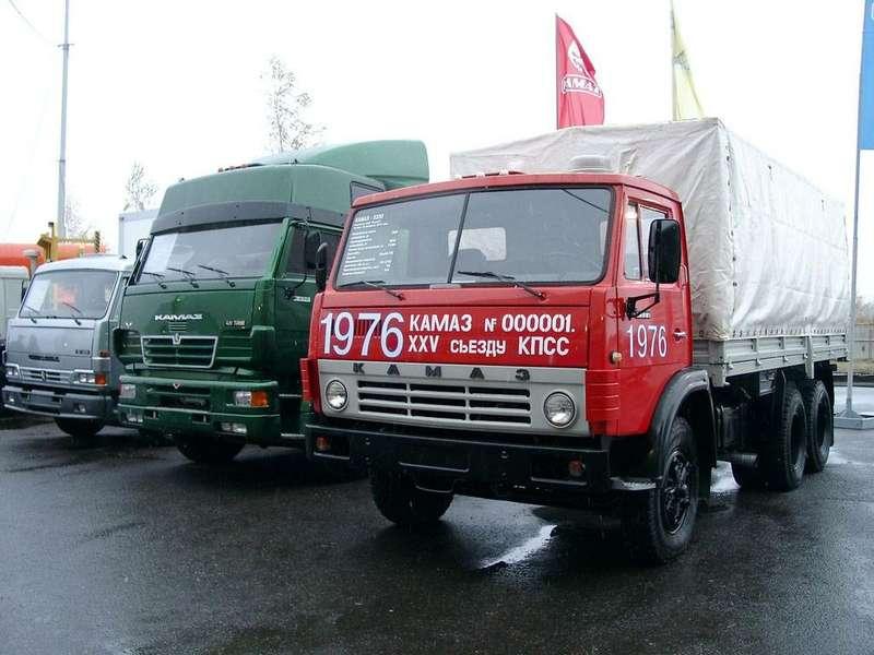 Первый грузовик КамАЗ-5320 потом разыскали вБашкортостане, выкупили, заменили проржавевшую кабину ипрохудившийся тент, итеперь онстал экспонатом заводского музея.