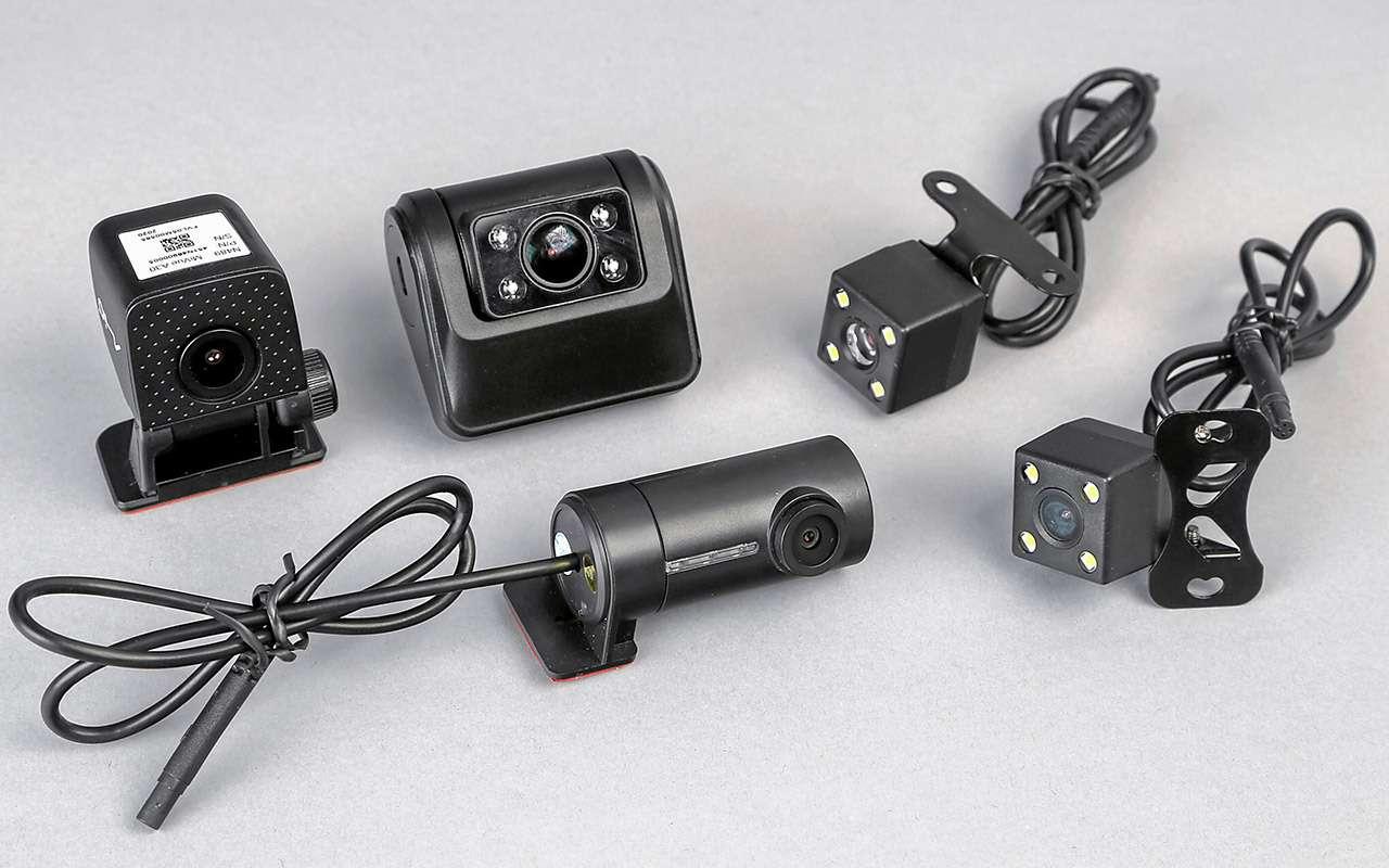 8 видеорегистраторов: содной исдвумя камерами— какой лучше?— фото 1210556