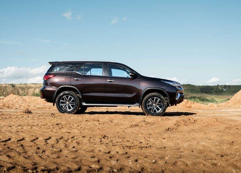 Toyota объявила российские цены наFortuner— фото 779050
