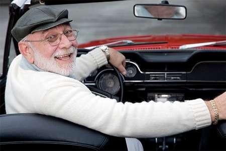 Пожилой водитель