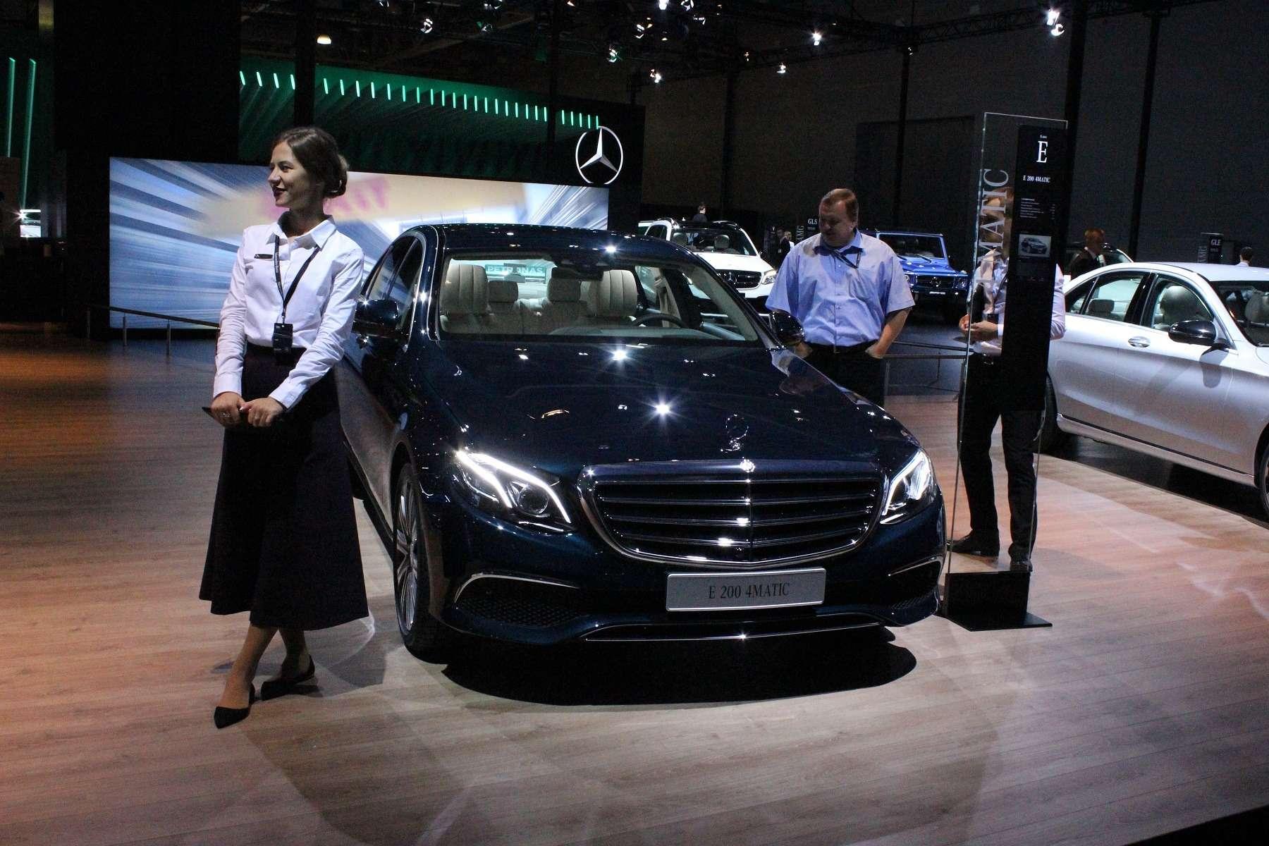 Стенд или шоу-рум: Mercedes-Benz E-класса ивсе-все— фото 624486