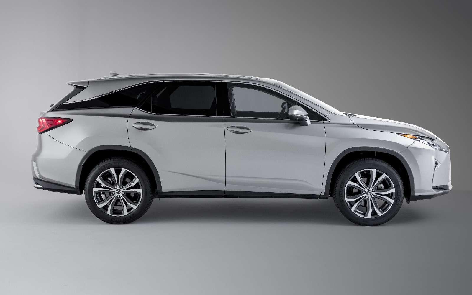 Lexus усадил двоих пассажиров вбагажник RX— фото 821837
