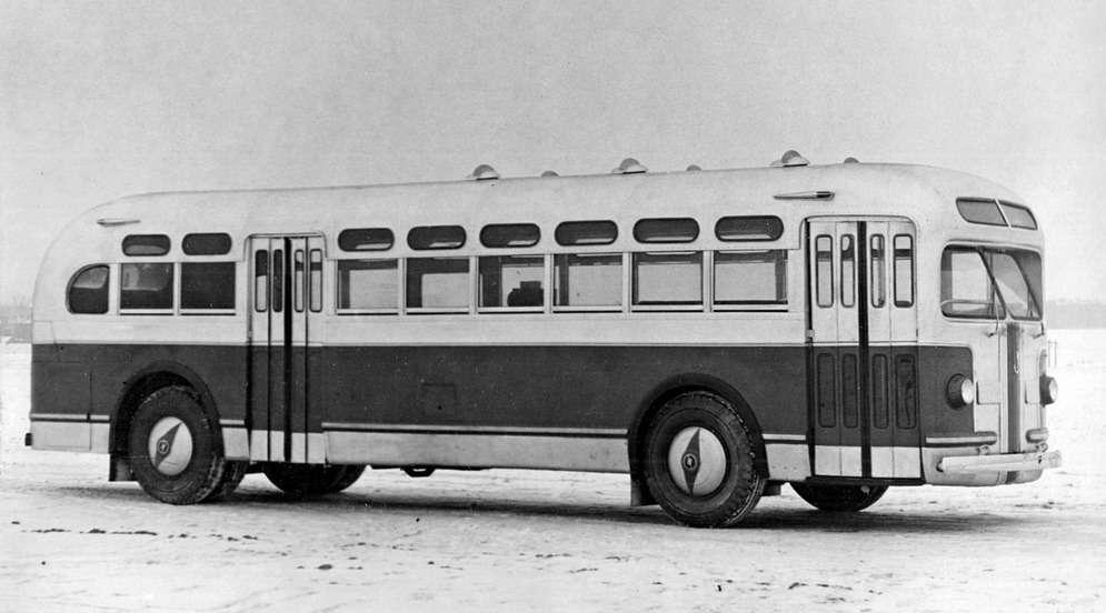 Один издвух опытных образцов автобуса, декабрь 1946 года. Изображение сресурса www.avtoar.com