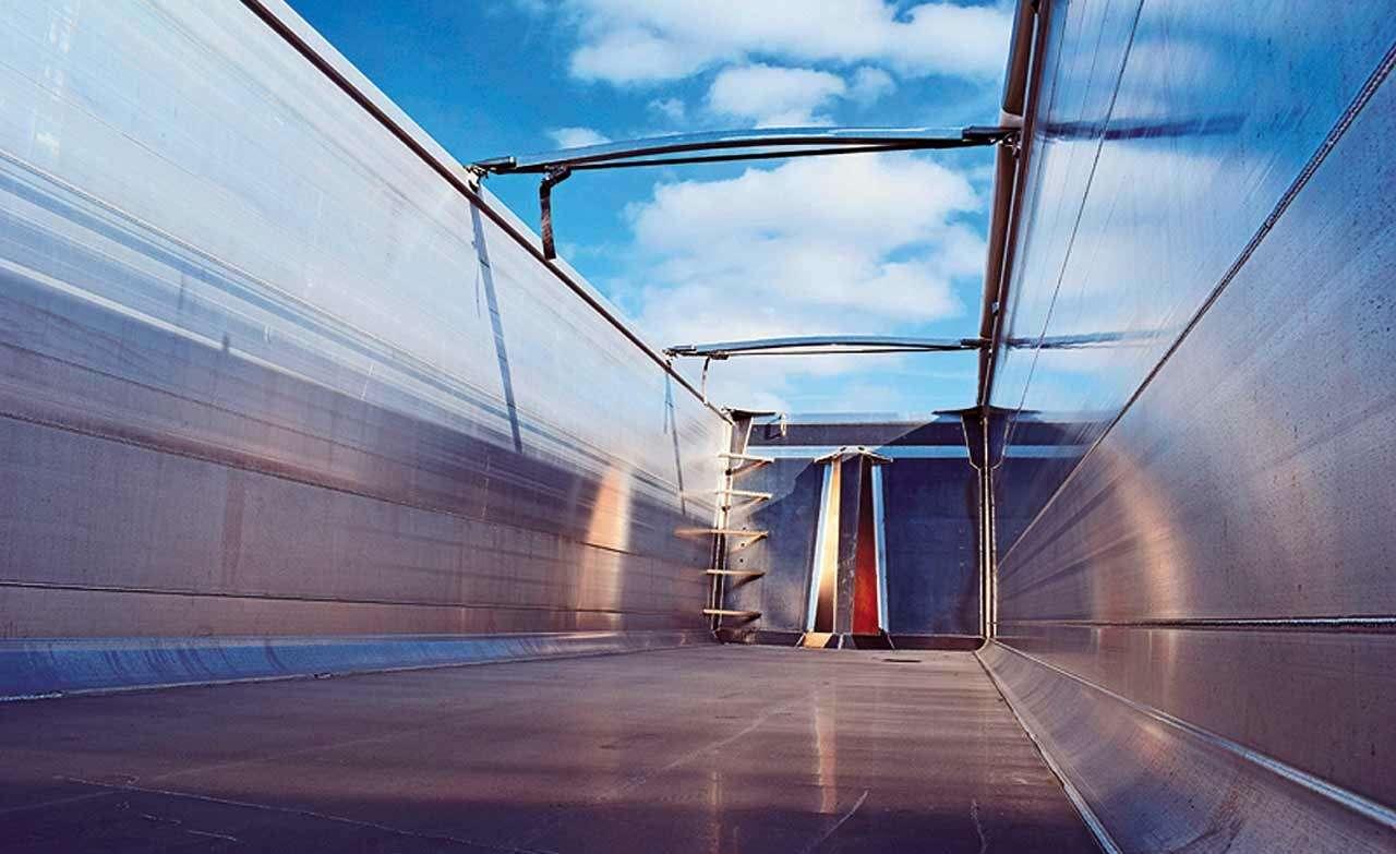 Самосвальные прицепы Benalu: весят меньше, возят больше— фото 1152459
