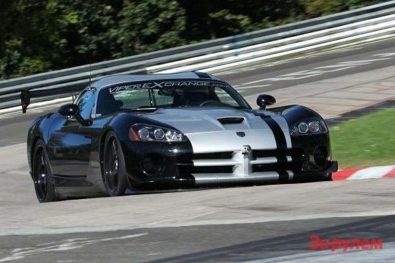 Dodge Viper SRT-10 ACR side-front view