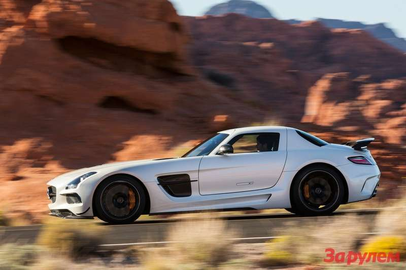 Mercedes-Benz SLS AMG Black Series side view