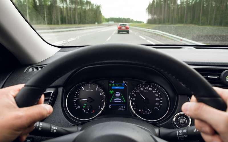 Тест кроссоверов Qashqai иX-Trail савтопилотом: водитель (пока!) нужен