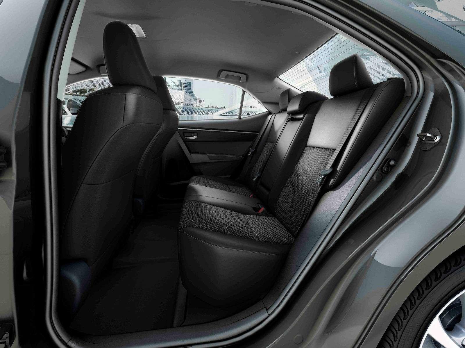 Toyota представила обновленный седан Corolla— фото 599031
