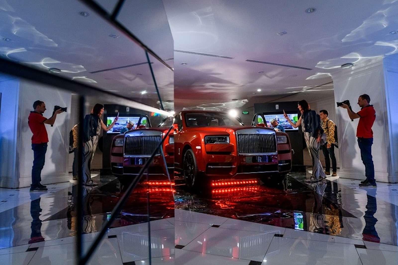 Кто дороже? Rolls-Royce привез вРоссию кроссовер за25миллионов— фото 874788