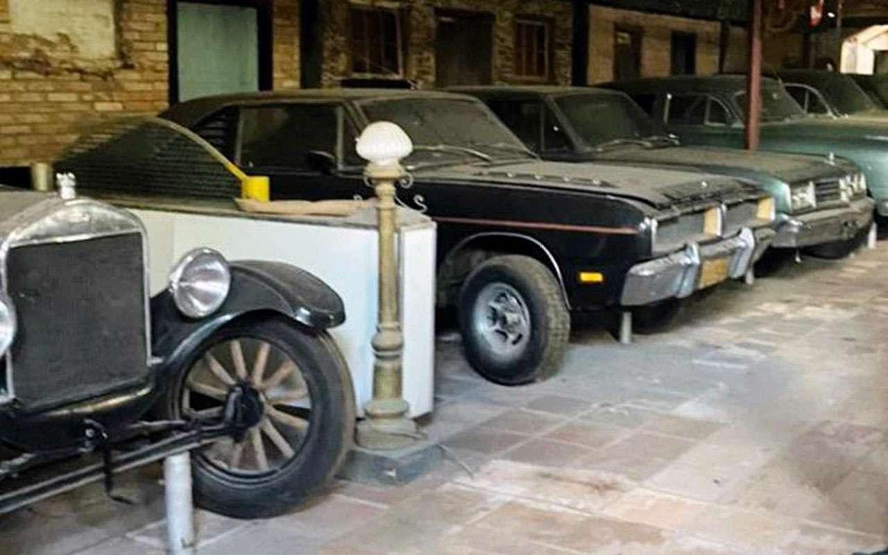 Дети проболтались онайденной коллекции машин— фото 1270811