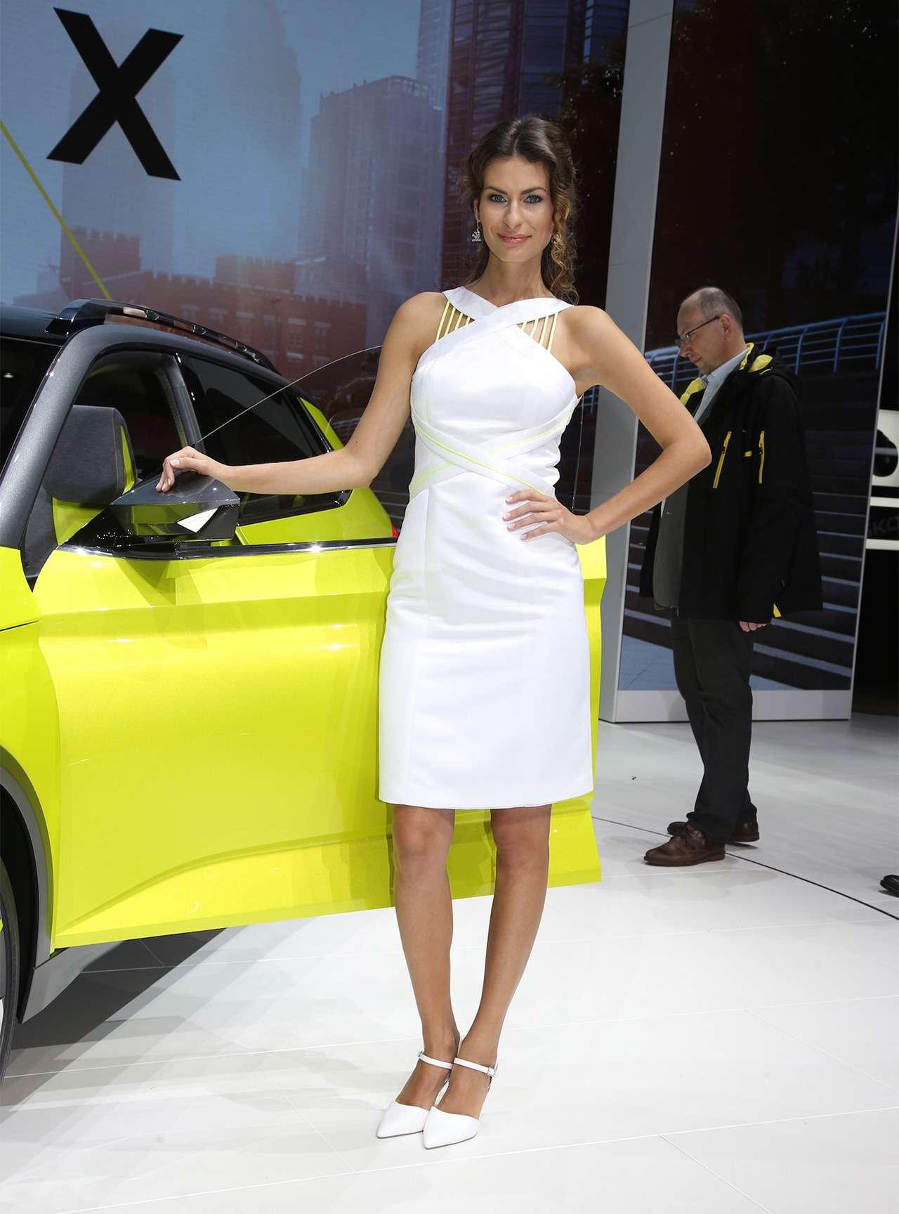 Самые красивые девушки Женевского автосалона— фото 851552