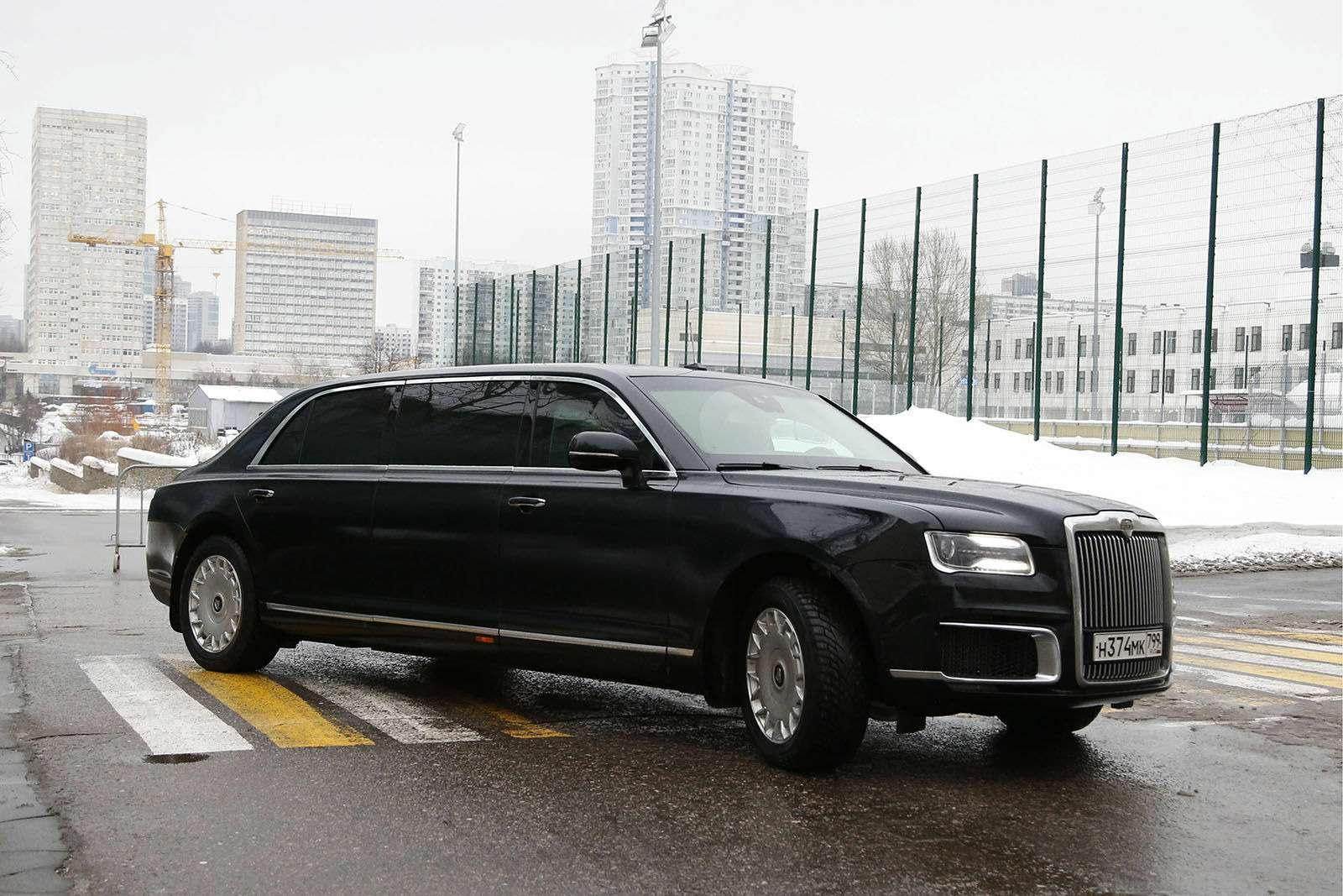 Любимые машины Дмитрия Медведева: откомбайна доАуруса— фото 945816