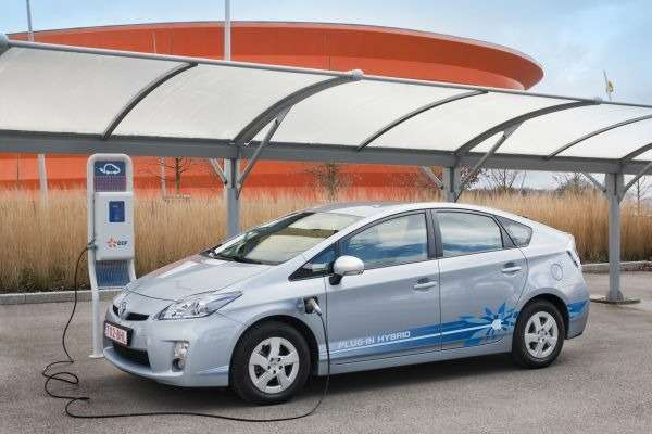 В Париже начались тесты новых Toyota Prius plug-in