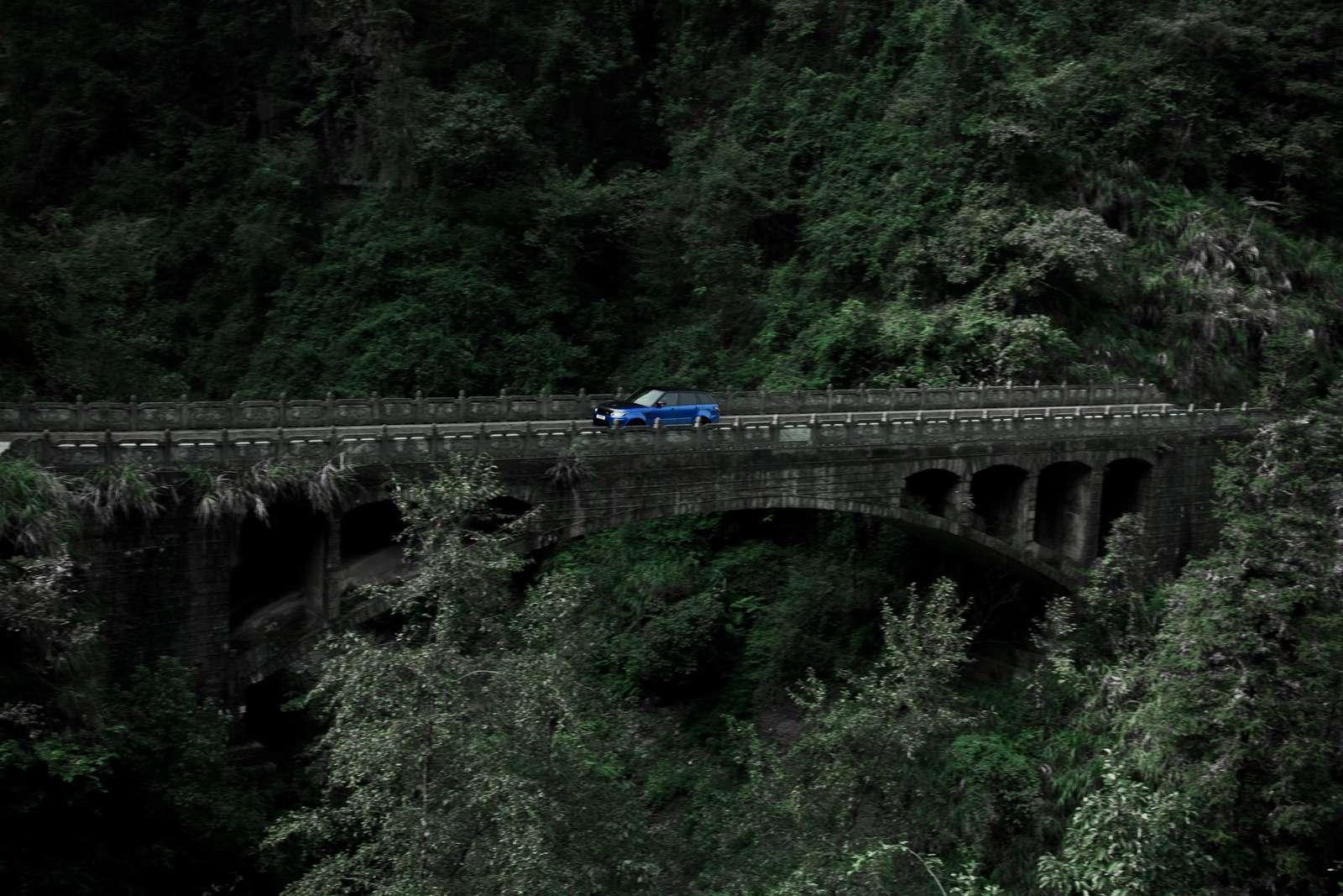 Range Rover Sport SVR оказался быстрее Ferrari нагорной дороге— фото 853310