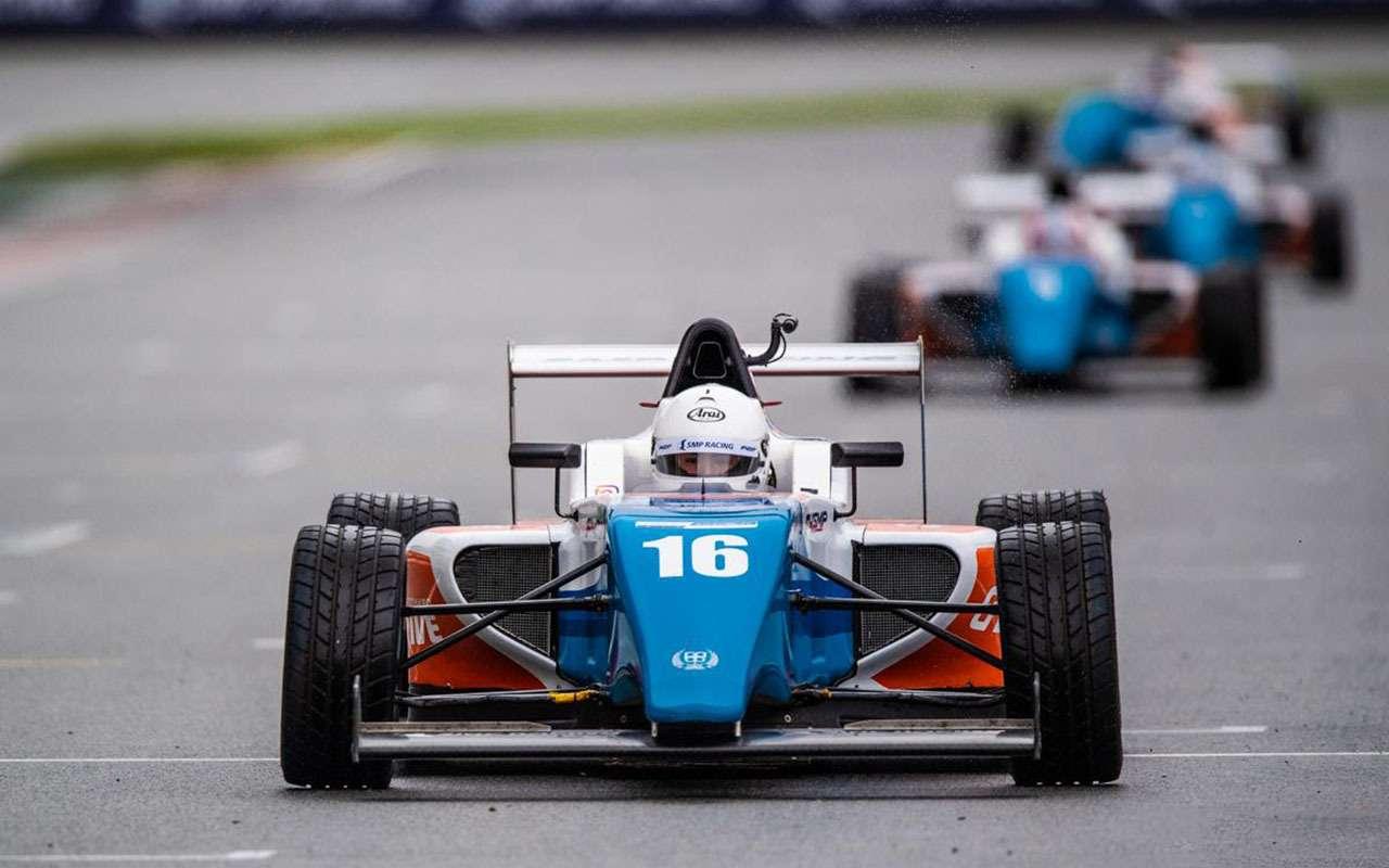 Рисковая стратегия икомандные игры: как наMoscow Raceway решалась судьба побед СМП РСКГ— фото 993260