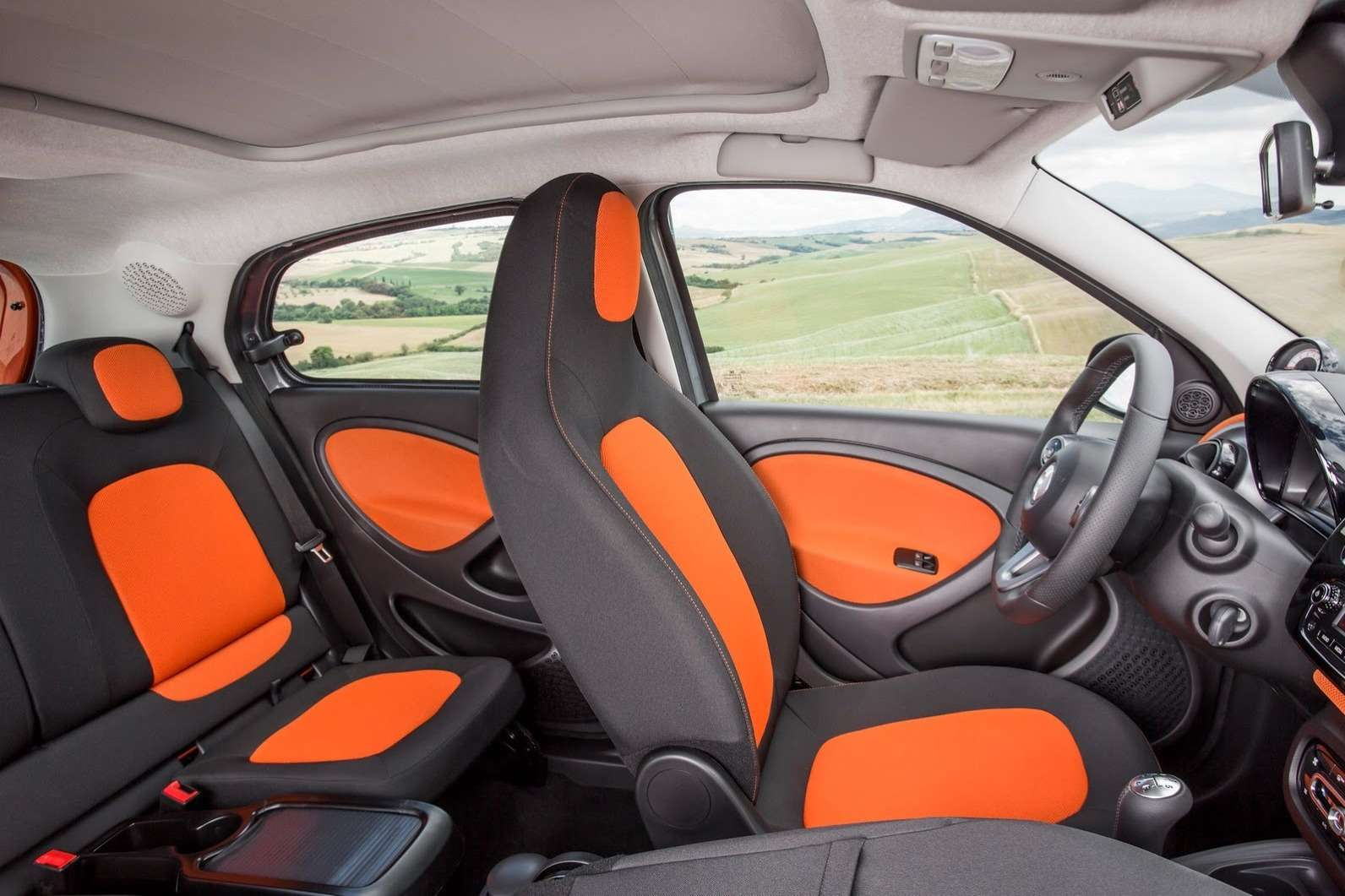 2015-Smart-ForTwo-ForFour-69