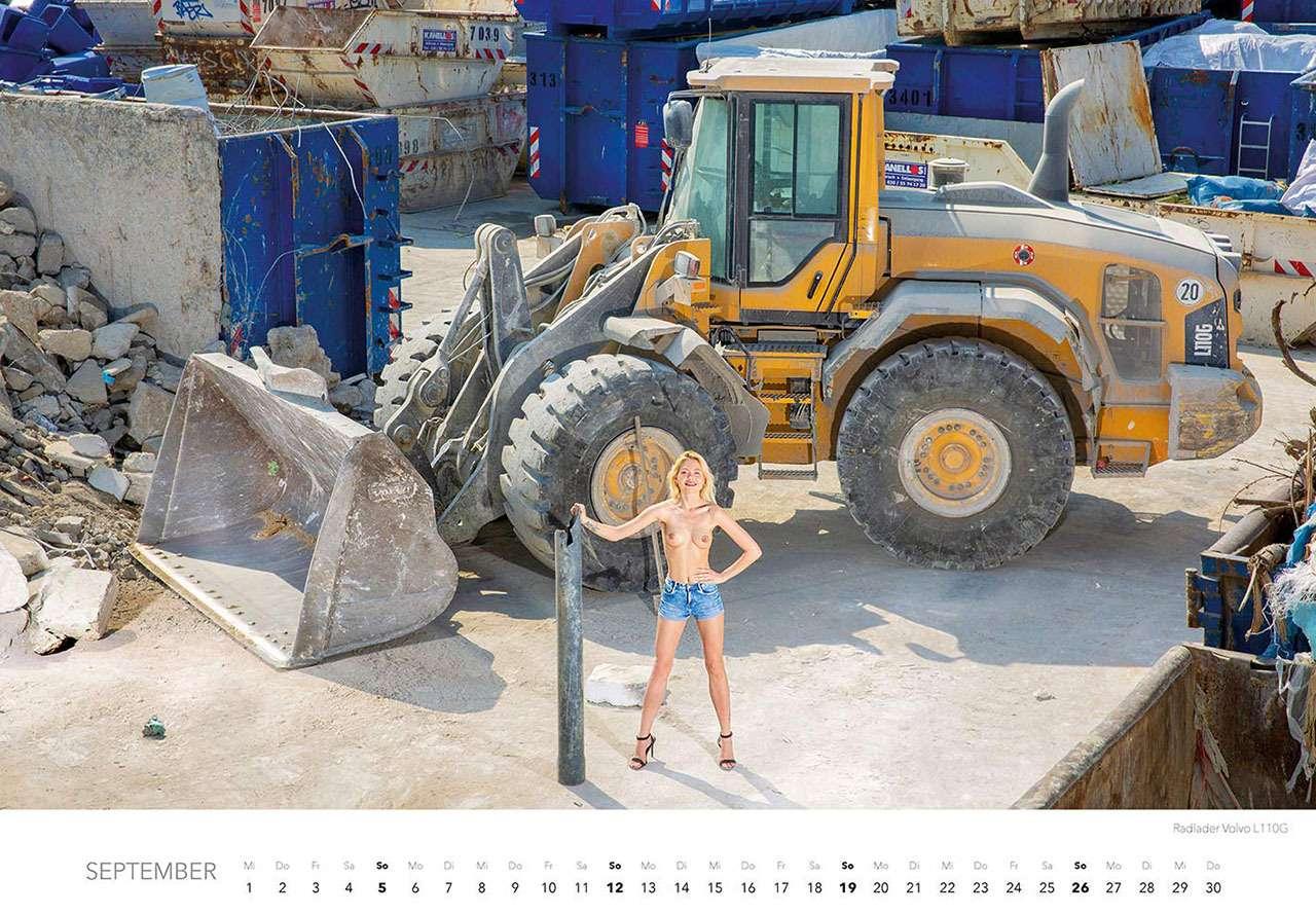 Календарь-2021: юные красотки итяжелая техника— фото 1206298