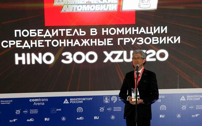 HINO 300: лучший среднетоннажный грузовик года наCOMTRANS 2021