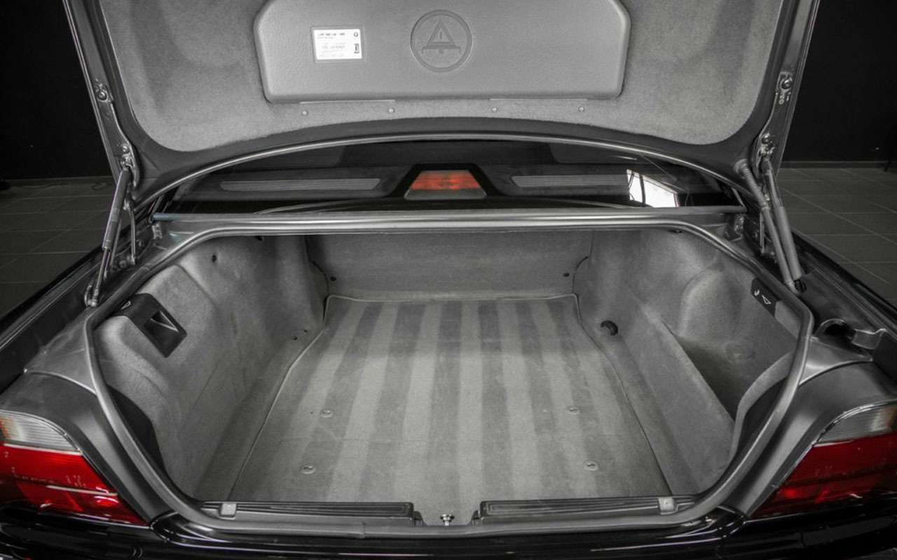 BMWзастреленного Тупака никак не продадут— все дело вдырках— фото 1059707