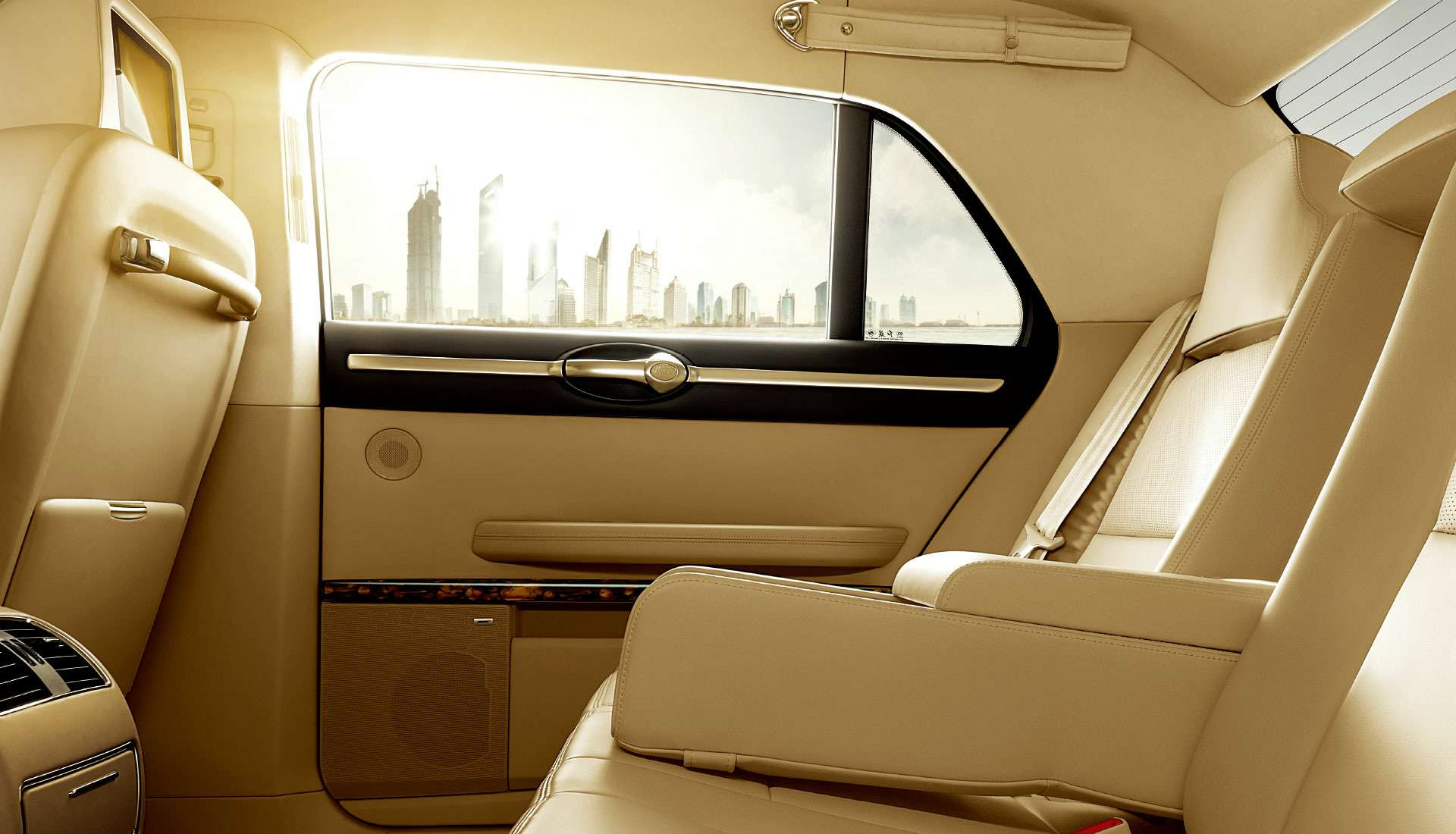 Дороже S-класса: самый крутой китайский седан поступил впродажу— фото 825592