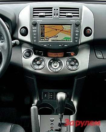 Навигационная система у«Тойоты»— фирменное устройство втоп-комплектации.