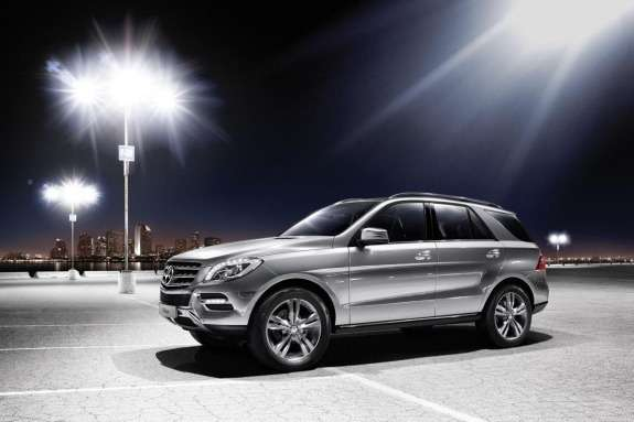 Mercdes-Benz ML500 BlueEFFICIENCY side-front view 2