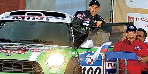 Девятикратный победитель «Дакара» Стефан Петерансель назаводском прототипе «МИНИ-All4 Рейсинг».