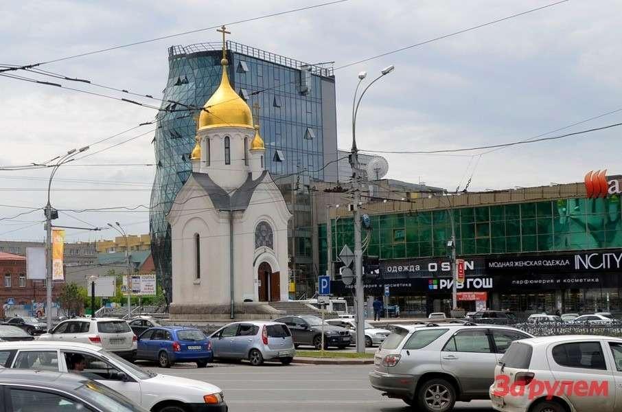 Часовня Святого Николая появилась впервые наэтом месте в1914 году. в1930 разрушены большевиками. Восстановлена в1993.