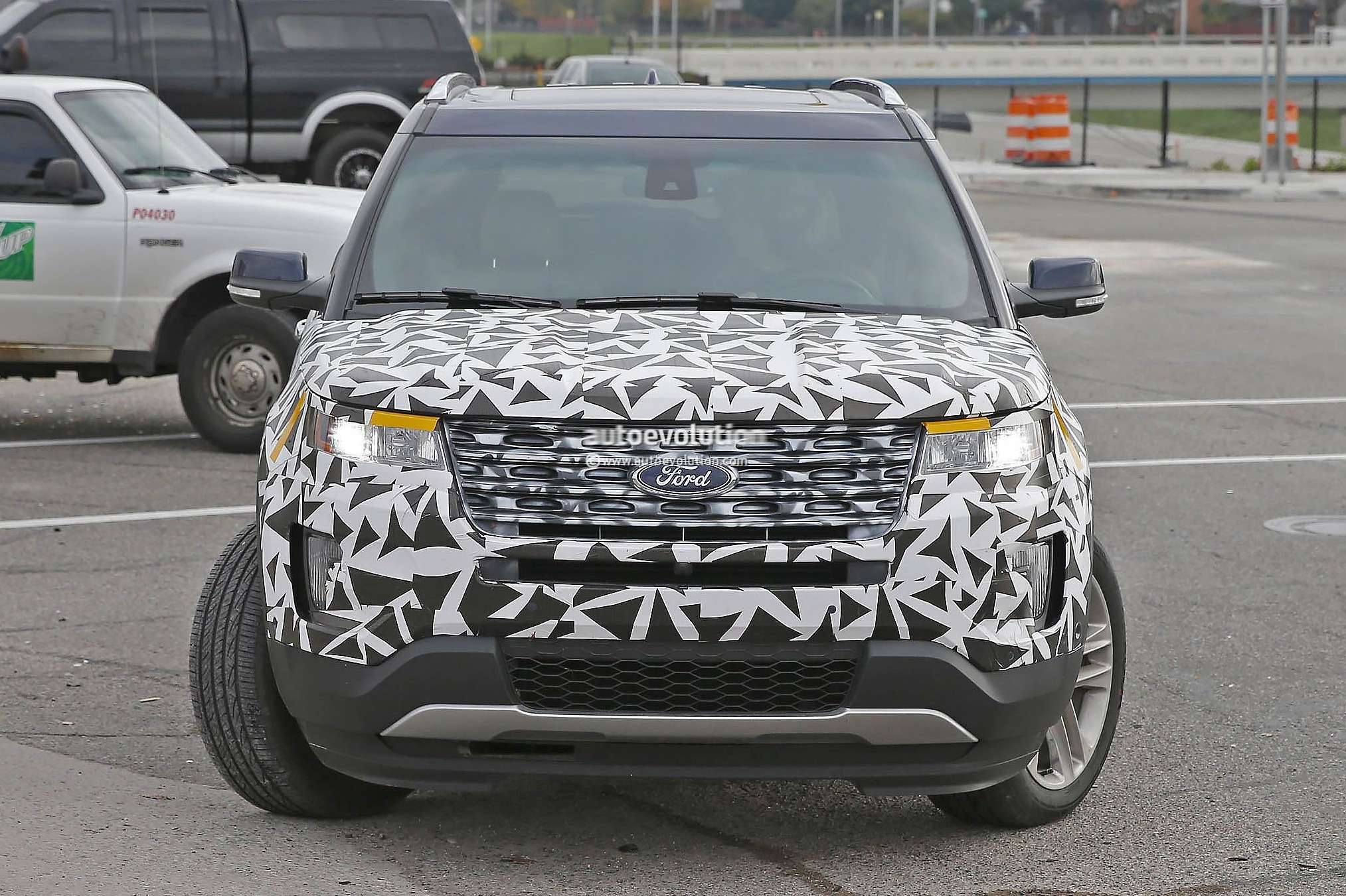 20141021_2016_ford_explorer_spied_nearly_camo_free_photo_gallery_4
