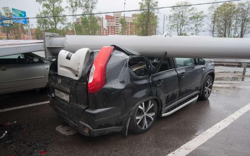 Число пострадавших в итоге урагана в столице России превысило 100 человек
