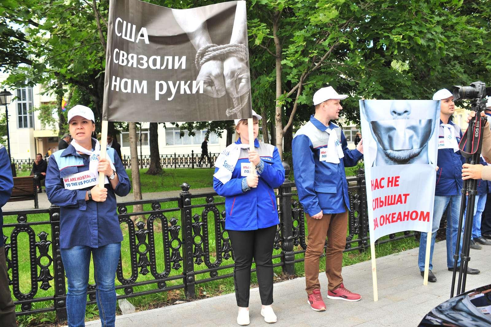 Рабочие ГАЗа упосольства США: просят отмены санкций— фото 984355