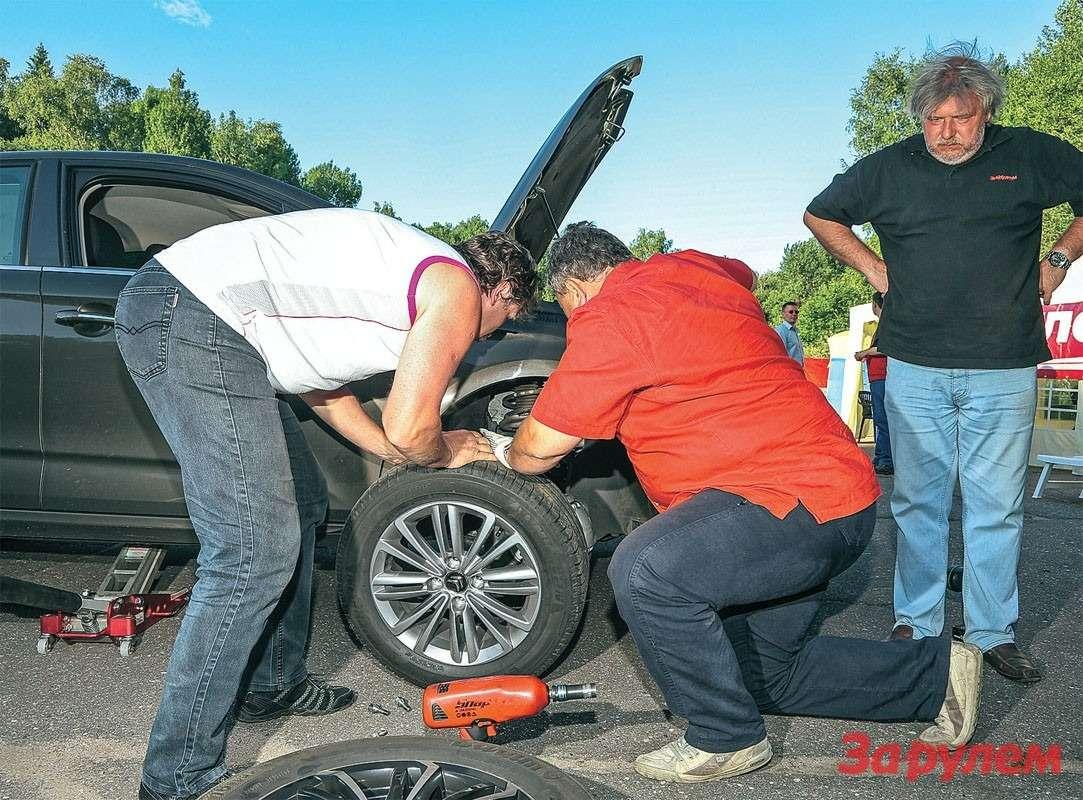 Ужексередине второго дня наседане С4заменили передние шины: наодной изних обнаружили грыжу.