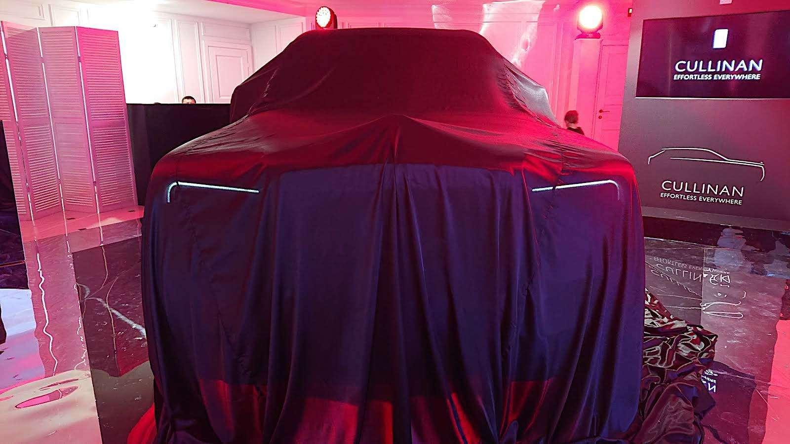 Кто дороже? Rolls-Royce привез вРоссию кроссовер за25миллионов— фото 874772
