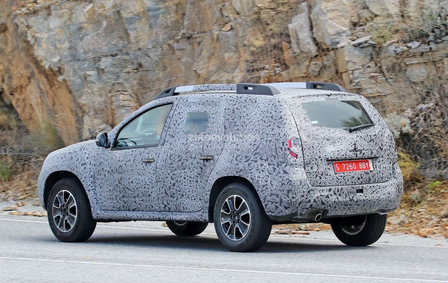 all-new-dacia-duster-caught-in-first-spyshots-plus-dacia-novelties-for-frankfurt-photo-gallery_8