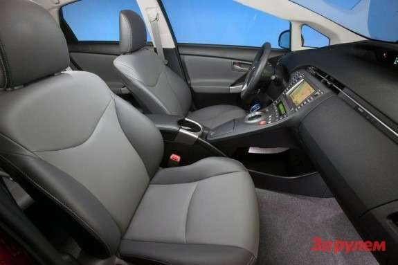 Facelifted Toyota Prius inside 2