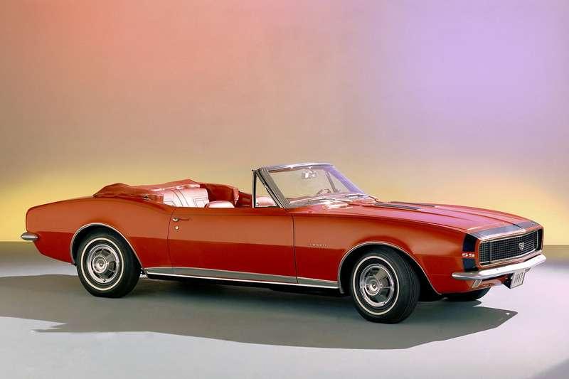 Chevrolet Camaro SS396 1967 модельного года. Серийным спортивным моделям, так называемым «пони-карам», придавали эффектный вид, заимствуя элементы оформления умашин, участвующих вкольцевых гонках. Отсюда— контрастные полоски, «как ушмеля», загадочный логотип SSимногое другое. Вариант Super Sport оснащался так называемым big block'ом— мотором V8рабочим объемом 396«кубодюймов» (6,5л, 325 л.с.) и3-ступенчатой автоматической трансмиссией. До100 км/ч автомобиль разгонялся завпечатляющие 9секунд