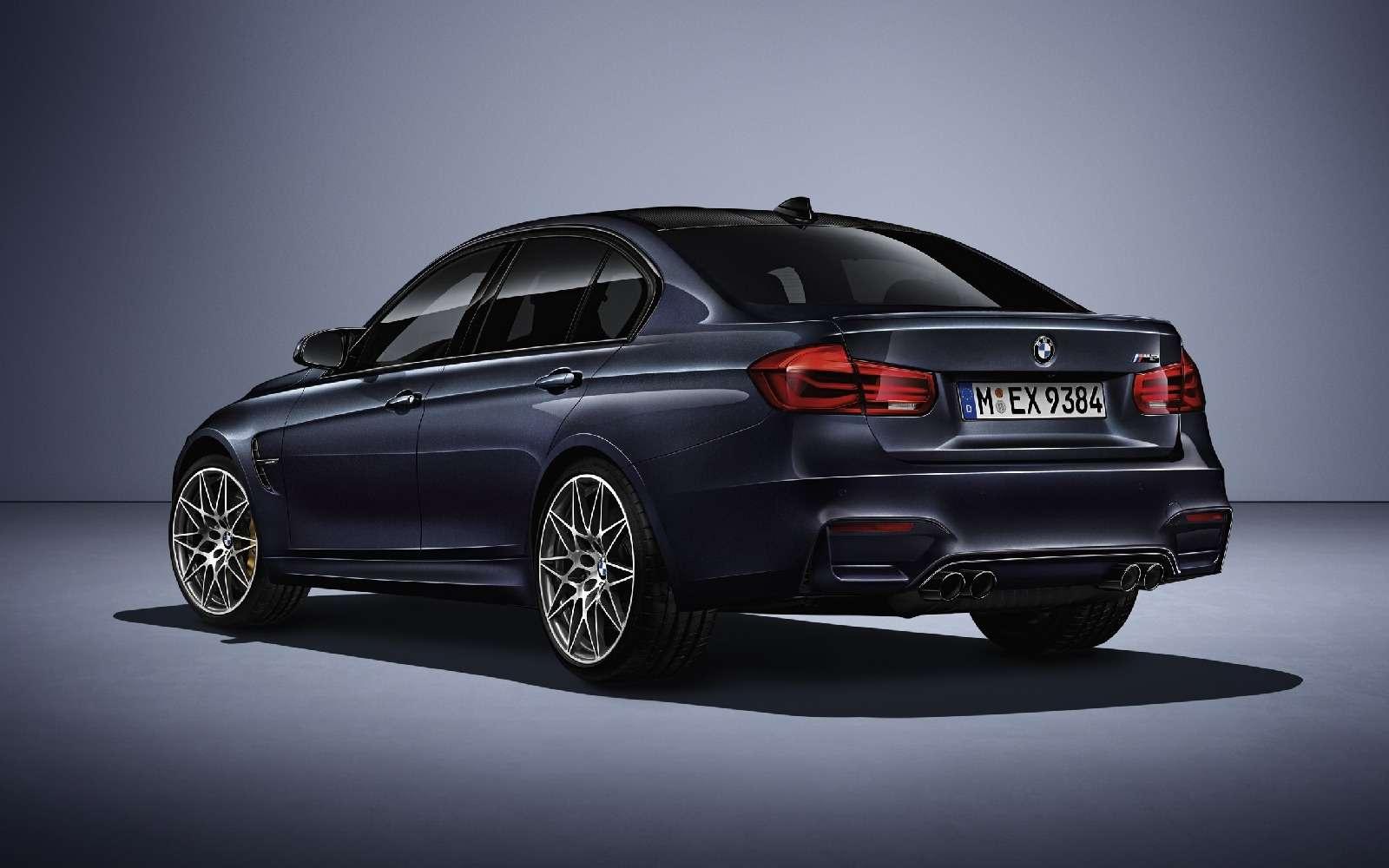 BMWM3отпразднует 30-летний юбилей с«лишними» дверьми— фото 593114