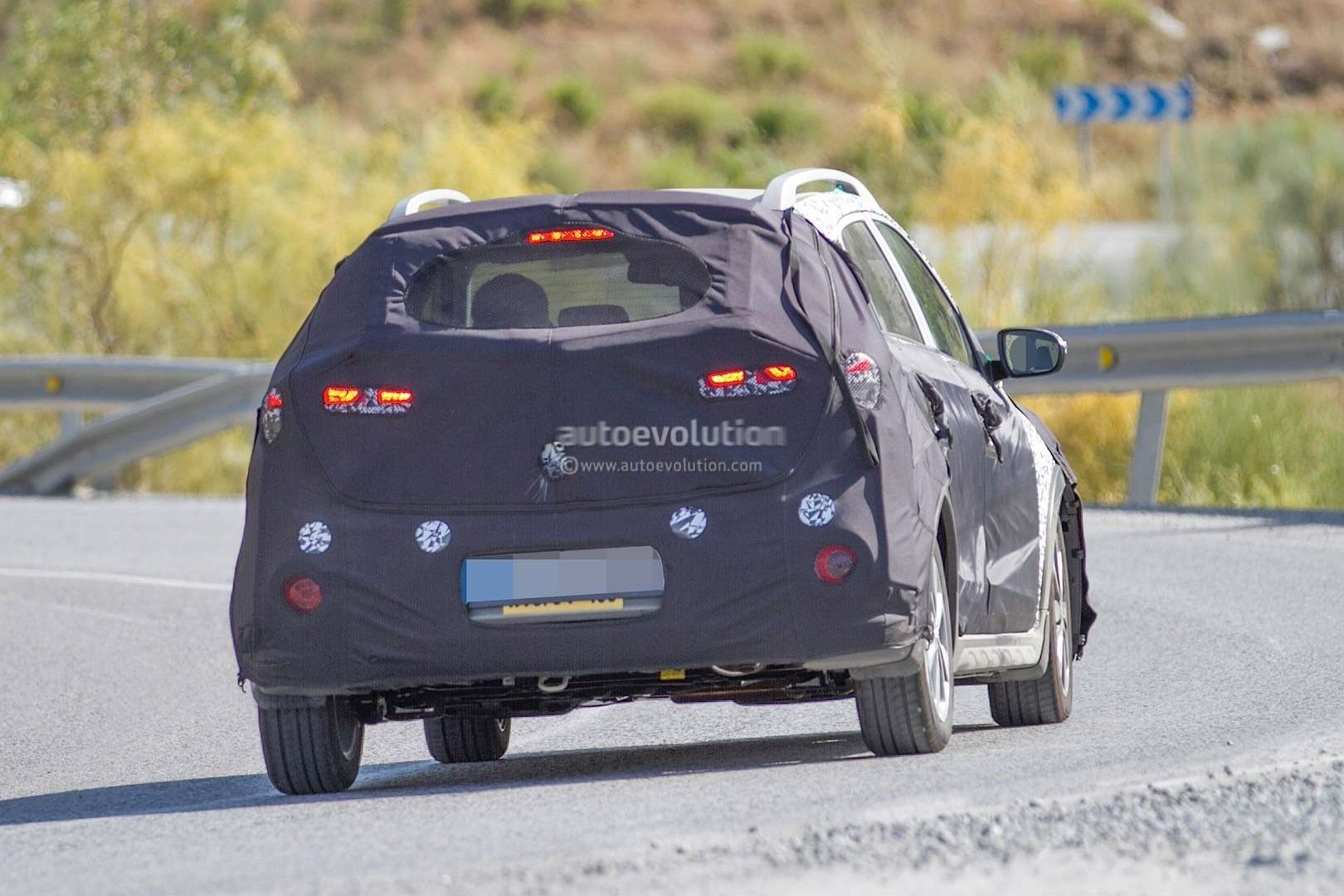 hyundai-i20-cross-test-mule-spotted-in-southern-europe-it-might-become-a-global-model-photo-gallery_7