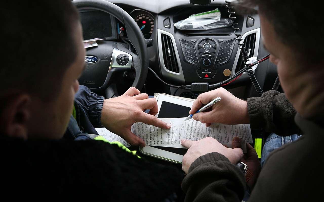 Воткогда водитель обязан сесть вавтомобиль ДПС— разъяснение ГИБДД— фото 1058974
