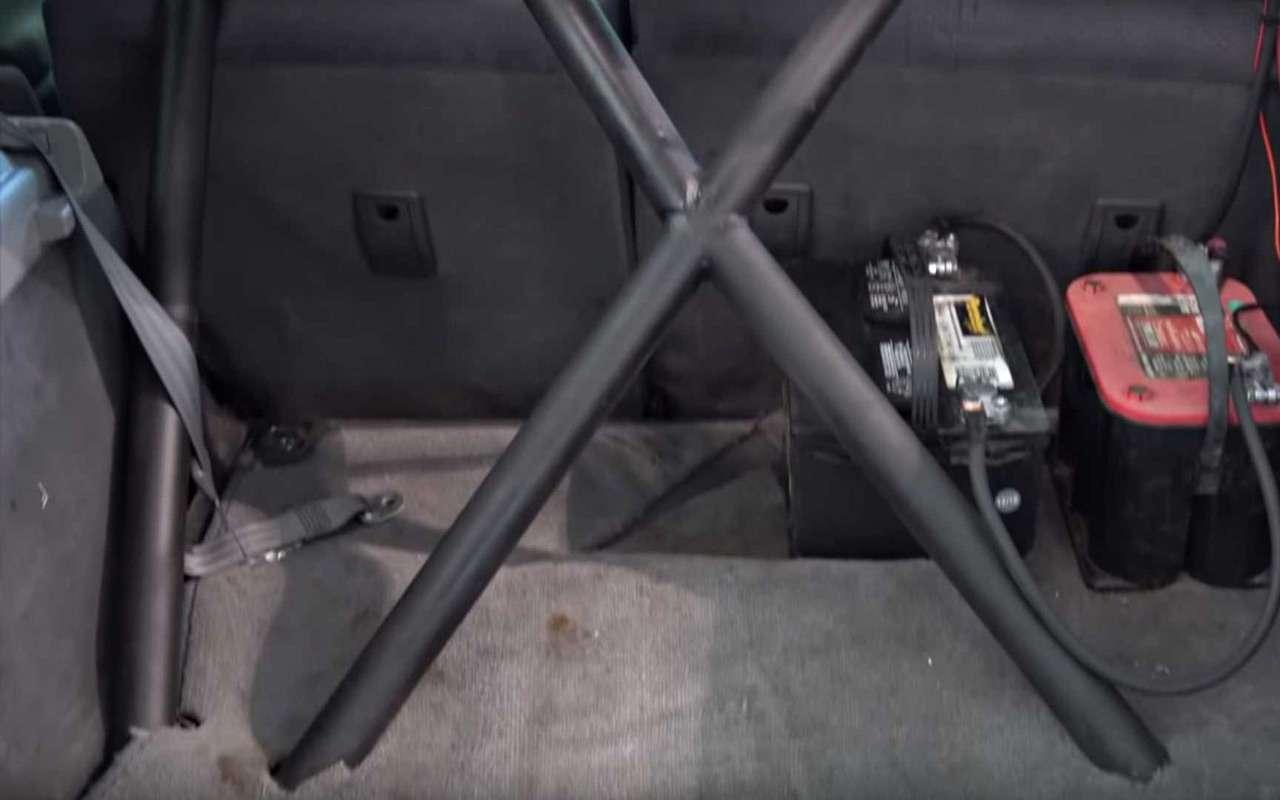 Назащиту экологии встала Toyota Prius спулеметом— фото 924130