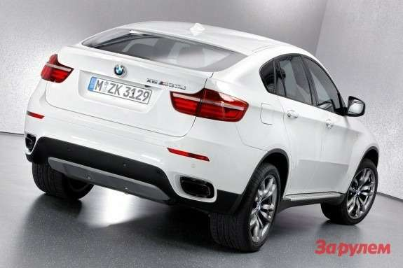 BMW X6 M50d side-rear view