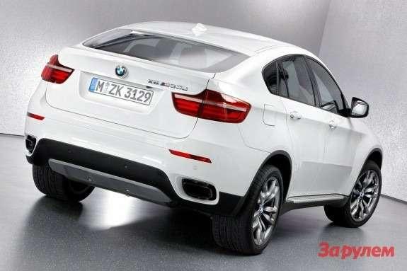BMWX6M50d side-rear view