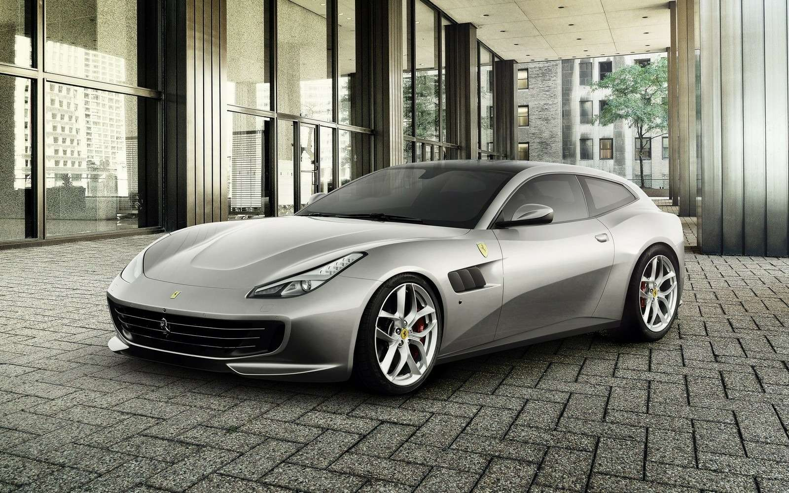 Ferrari GTC4Lusso T: без полного привода, ностурбонаддувом— фото 638286