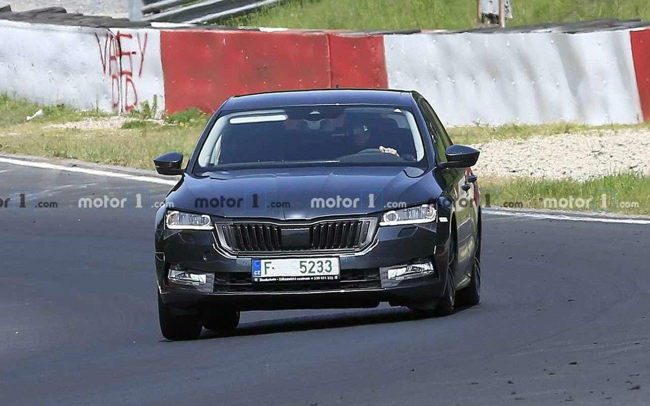 Новая Skoda Octavia проходит скоростные испытания— фото 978646