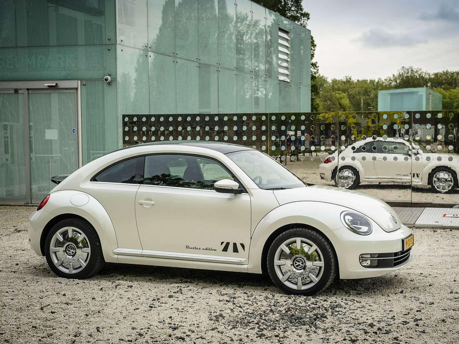 Volkswagen_Beetle_Coupe_2014